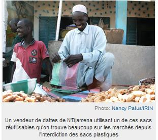 Un vendeur de dattes à N'Djamena, Tchad